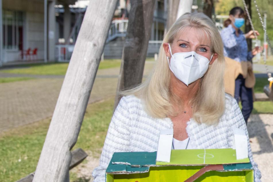 Faktencheck: Produziert Söders Ehefrau jetzt FFP2-Masken?