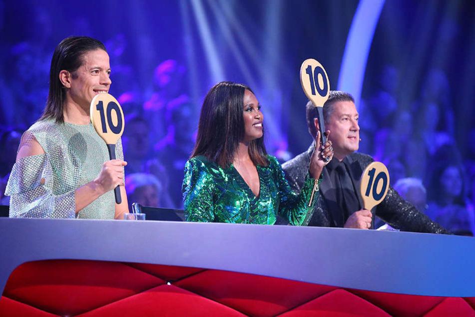 Alina hofft auf Traum-Noten von der Tanz-Jury: Jorge Gonzalez, Motsi Mabuse und Joachim Llambi (v.l.n.r.) geben nur ganz selten dreimal 10 Punkte.