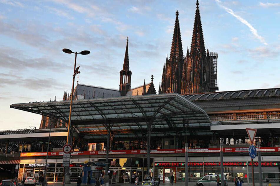 """Die """"Apotheke im Hauptbahnhof"""", in der Mohammad R. eine Geisel genommen hatte, hat wieder geöffnet."""