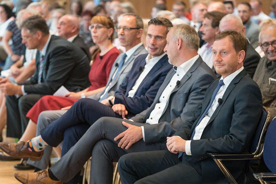 Vor Beginn entspannt in einer Reihe (v.l.): Holger Zastrow (50, FDP), Katja Meier (39, Grüne), Jörg Urban (56, AfD), Martin Dulig (45, SPD) und Rico Gebhardt (56, Linke).