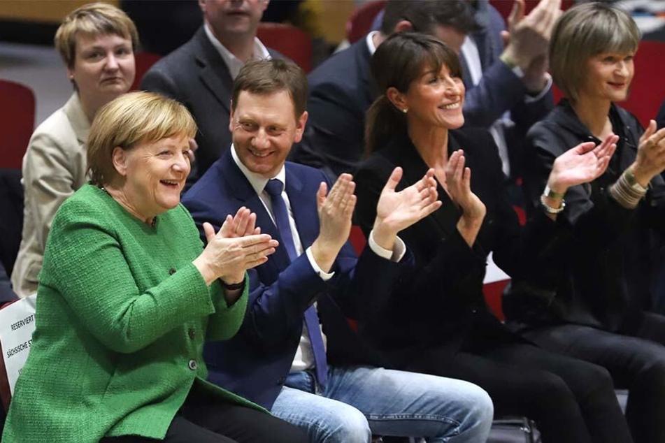 Bundeskanzlerin Angela Merkel (64, CDU) und Ministerpräsident Michael Kretschmer (43, CDU) hatten beim Spiel sichtlich Spaß.