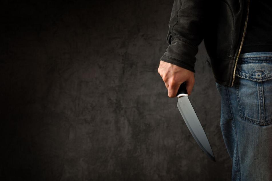 Mit einem Küchenmesser verletzte der Mann drei Frauen. (Symbolbild)
