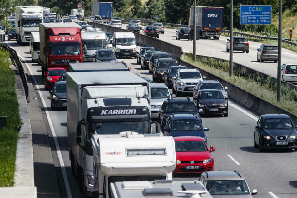 Die A 1 in Richtung Köln ist nach einem Verkehrsunfall gesperrt.