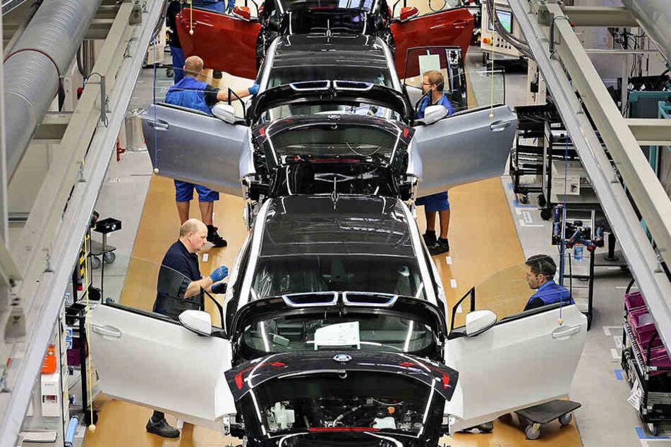 BMW-Werke müssen Produktion länger als geplant stoppen