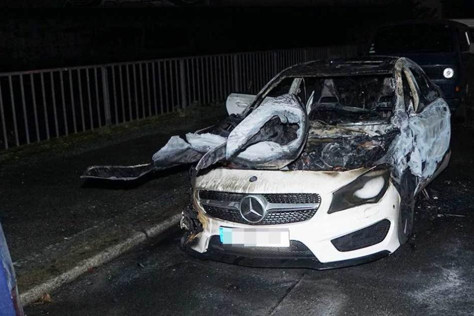Der Mercedes brannte auf dem Kiehlufer in Neukölln.