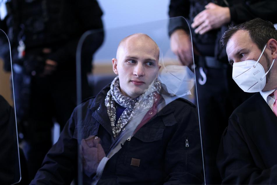 Stephan Balliet mit seinem Verteidiger Stephan Balliet im Gerichtssaal in Magdeburg.