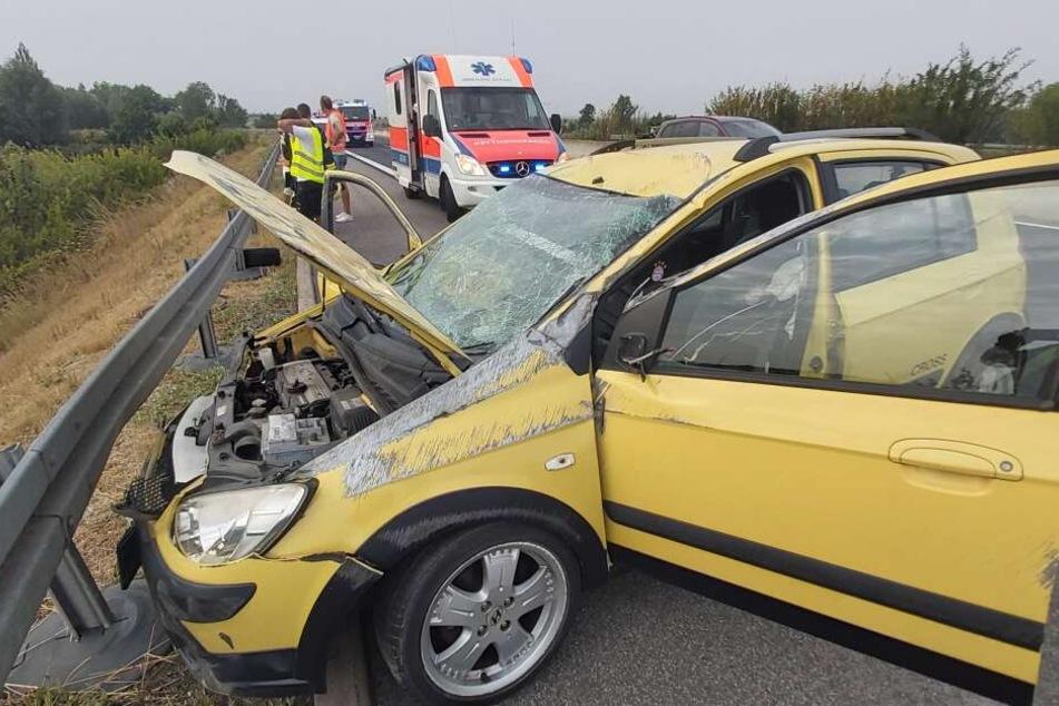 Zwei Menschen wurden bei dem Unfall schwer verletzt.