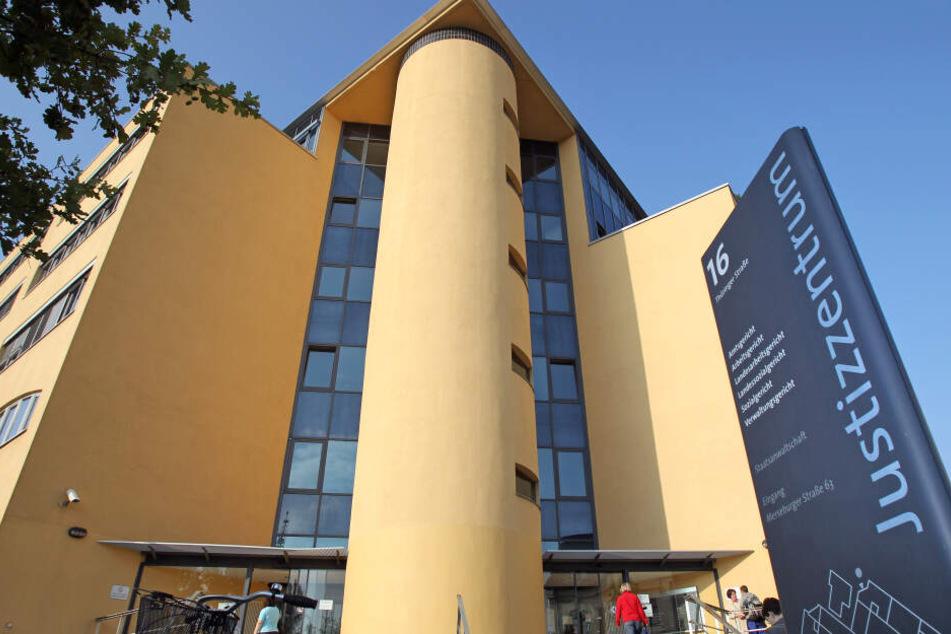 Im Justizzentrum Halle (Saale) ist am Mittwoch per Telefon mit einer Bombe gedroht worden. (Archivbild)
