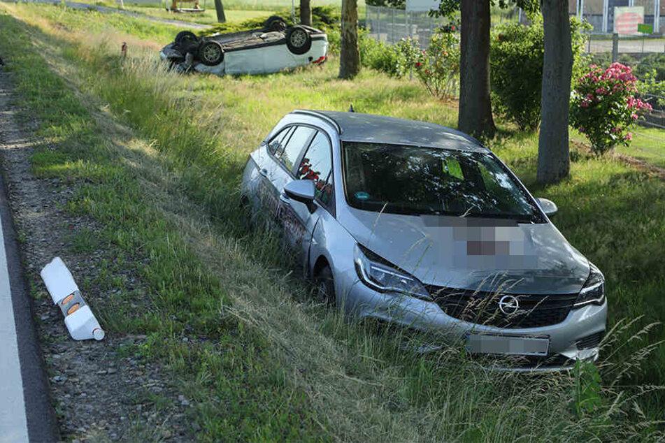 Der Opel Astra landete ebenfalls im Graben.