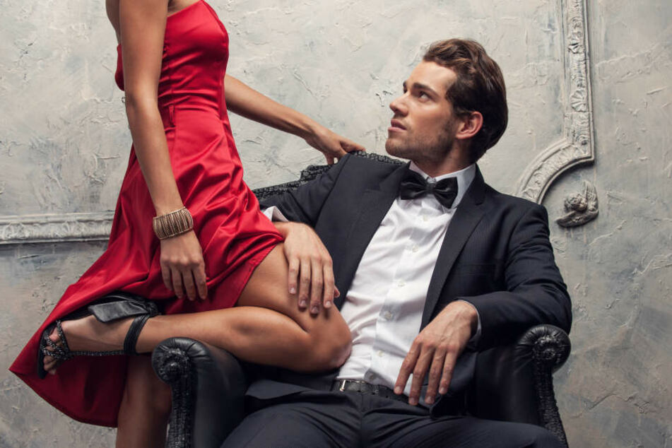 Damit es ein Match ist, sollte der hübsche Mann ein sicheres Einkommen haben, von dem er auch noch sehr gut leben kann.