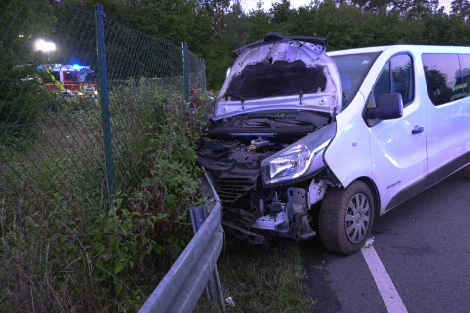 Der Fahrer des Kleintransporters hatte die Kontrolle über sein Auto verloren und war schließlich gegen die Leitplanke gekracht.