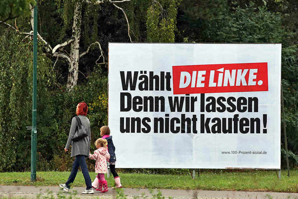 Hitler-Fans haben in Nordsachsen ein Wahlplakat der Linken beschmiert. (Symbolbild)