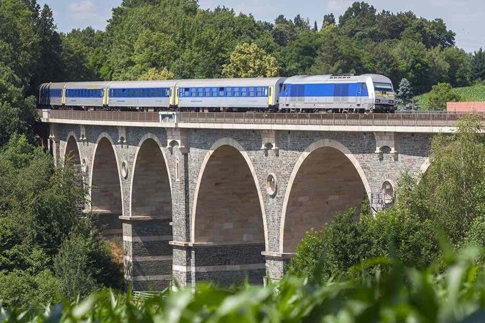 Anwohner der Bahnlinie klagten über den Lärm des alten Zugmaterials, das seit etwa einem Jahr fährt.