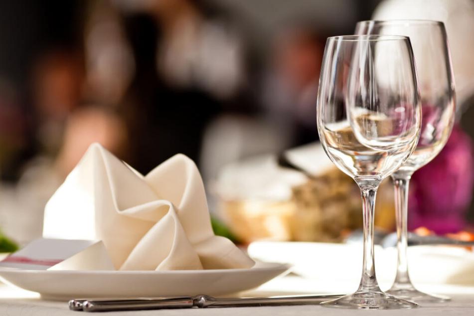 Wie steht es um die Hygiene in diesem Restaurant? Das sollen Verbraucher in Schleswig-Holstein bald erfahren.