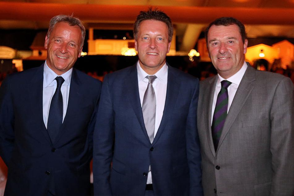 Turnierdirektor Ralf Weber (mi.) mit Ehrengästen: ATP-Chef Chris Kermode (li.) und Wimbledon-Chairman Phil Brook.