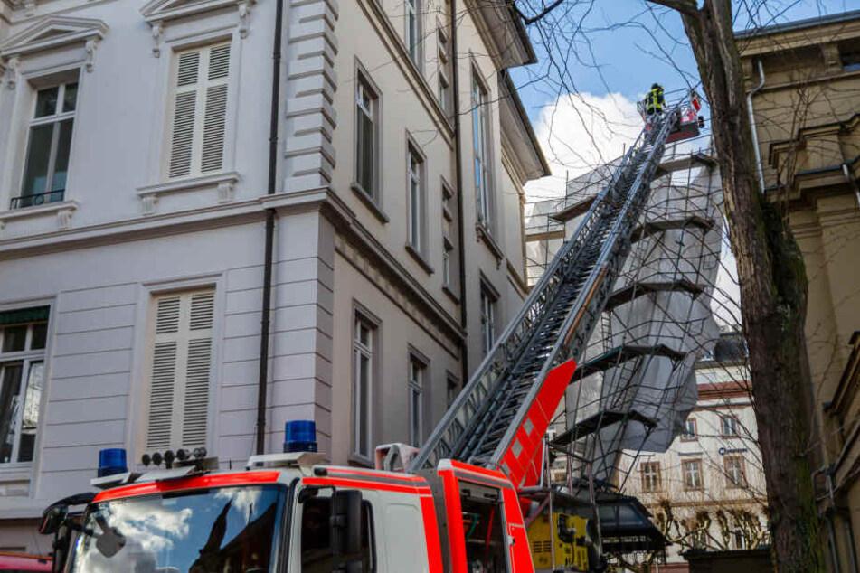 Die Feuerwehr versuchte, das Gerüst zu stützten.