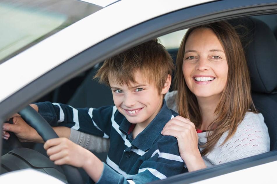 Zwei Kinder waren mit dem Auto vom Vater des Mädchens unterwegs. (Symbolfoto)