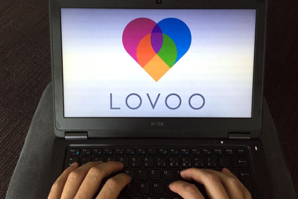 Gutgläubig hat die 49-Jährigen ihrem Lovoo-Liebhaber knapp 900 Euro in die USA überwiesen.