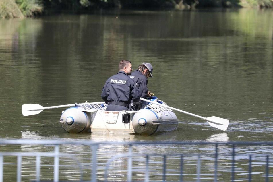 Am Donnerstagmorgen wurde im bekannten Inselteich im Clara-Zetkin-Park eine Wasserleiche gefunden.