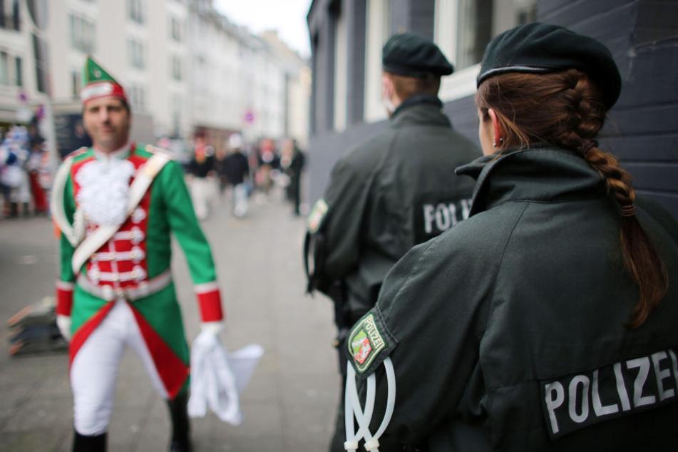 Die Karnevalsbilanz 2018 der Kölner Polizei fällt insgesamt positiv aus. (Symbolbild)