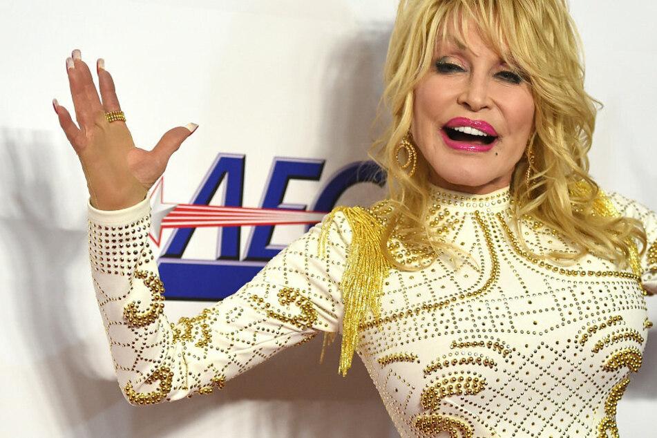 Dolly Parton als Pandemie-Heilerin? So half die Countrysängerin!