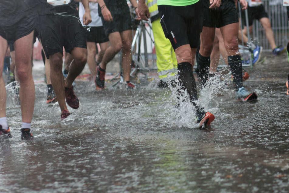 Regen und Sturm erwartet die Läufer. (Symbolbild)