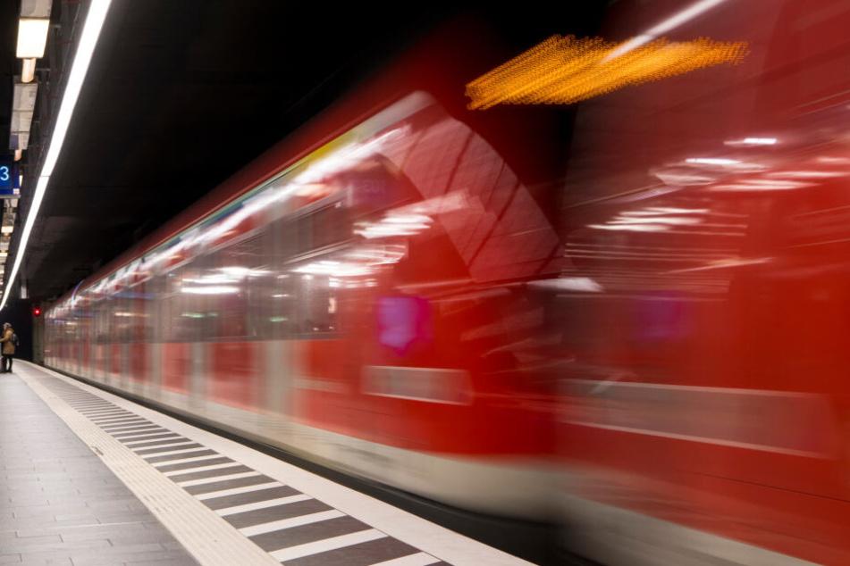 Die S-Bahn-Fahrgäste brauchen wegen einer Weichenstörung Geduld. (Symbolbild)