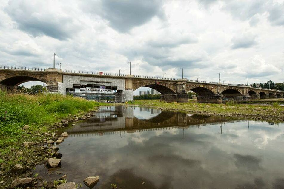 Die Bögen der Albertbrücke wurden zuletzt einer intensiven Reinigung, teils Sanierung unterzogen.