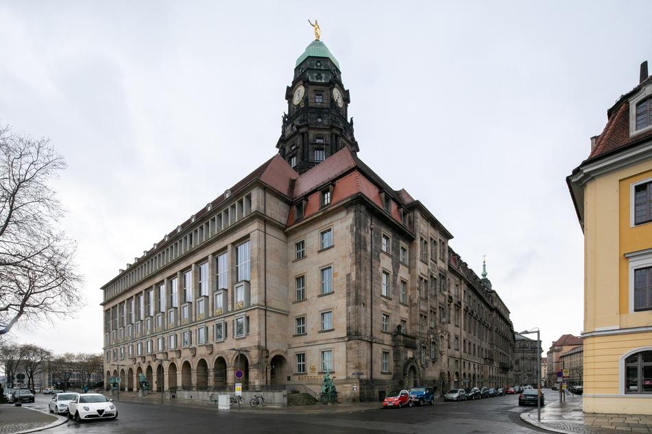 Ab Montag wird am Dresdner Rathaus wieder gewerkelt.