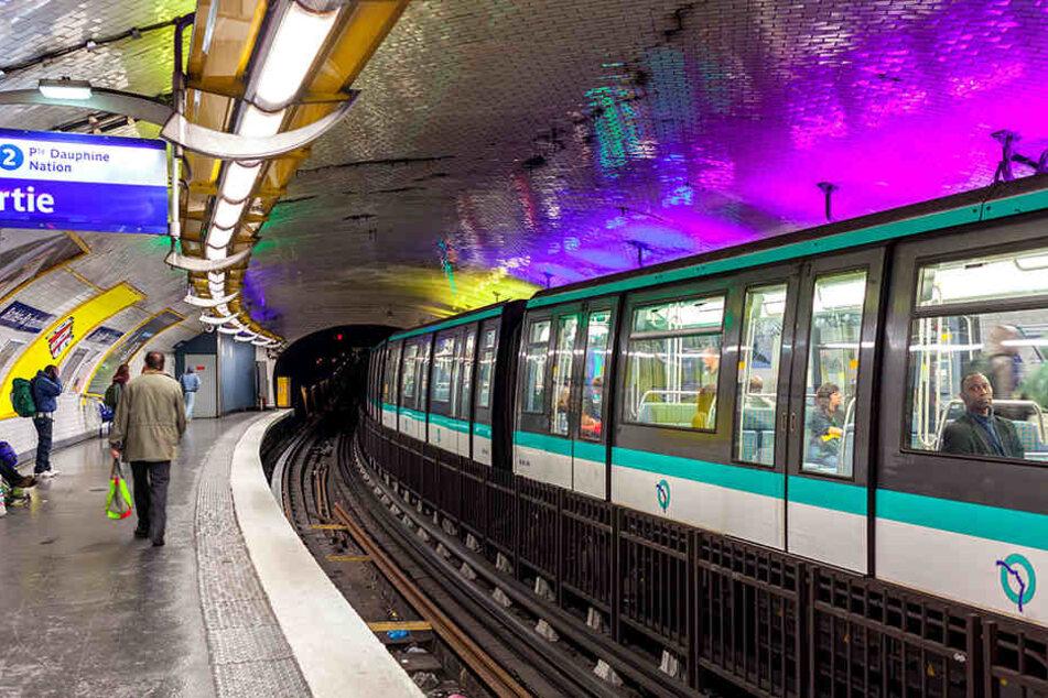 Die Pariser Metro wurde kurzerhand zum Kreißsaal. (Symbolbild)
