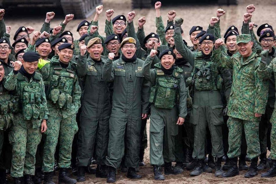 Europäisch-asiatische Waffenbrüder: Truppenteile aus Singapur üben derzeit bereits zum neunten Mal in Sachsen.