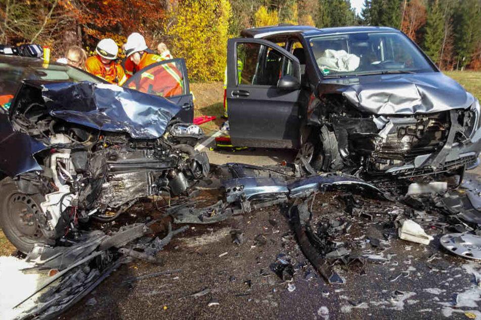 Die Opfer des Unfalls kamen allesamt ins Krankenhaus.
