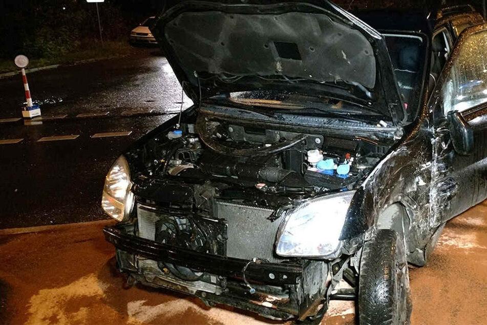 Heftiger Crash im Berufsverkehr: Autofahrer schwer verletzt