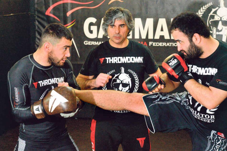 Oleg (zwei schwarze Gürtel) bringt seinen Schützlingen die besten Tritte und Schläge aus verschiedenen Kampfkünsten bei.