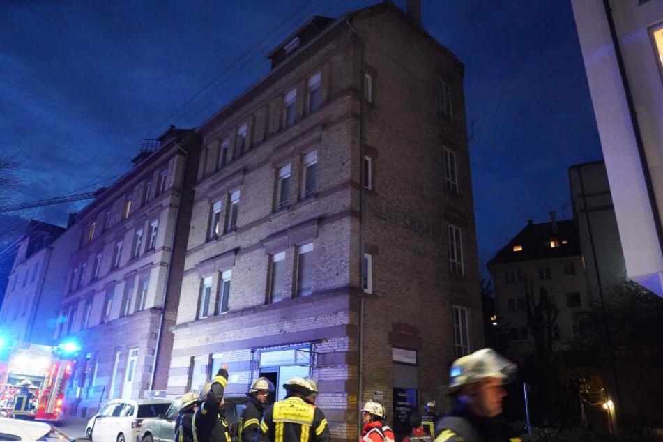 Hektisch: Die Feuerwehr im Einsatz in der Forststraße in Stuttgart-West.