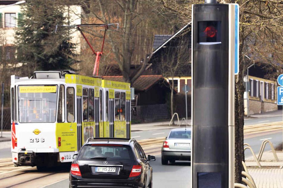 Die beiden stationären Tempo-Messer in der Pausaer und Oelsnitzer Straße erwischten im Vorjahr deutlich weniger Raser.