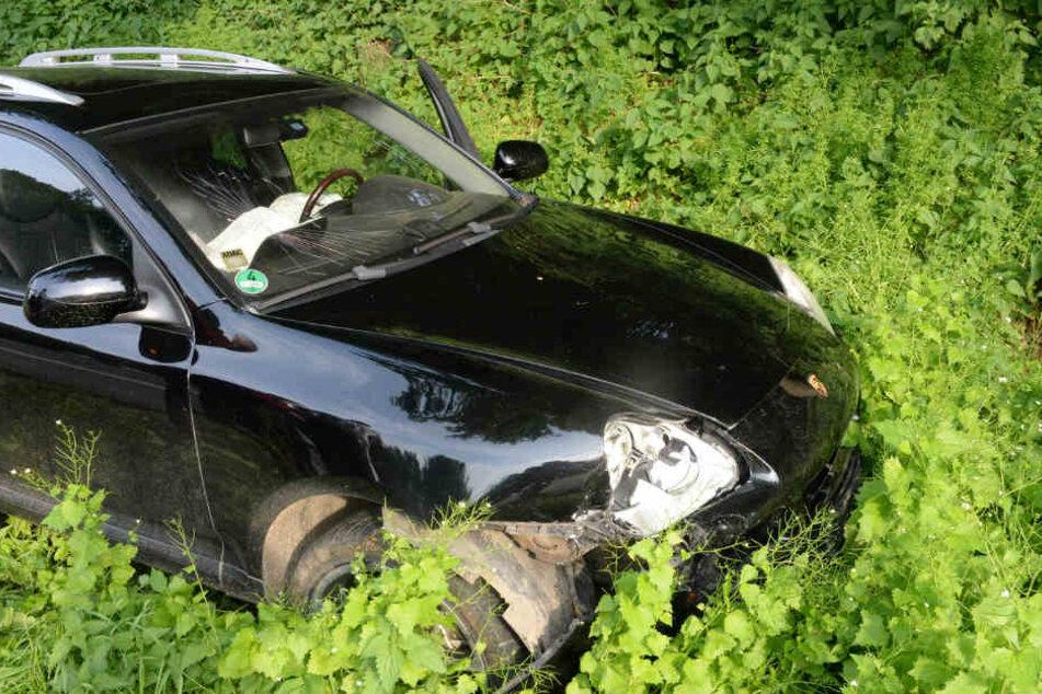 Der Porsche landete auf einer Grünfläche.
