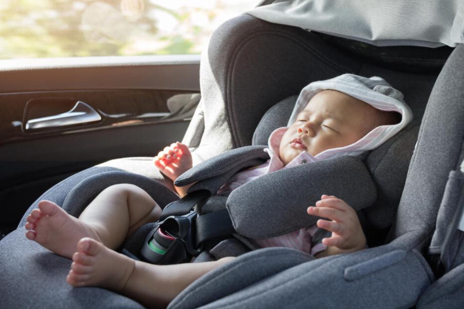 Die Mutter hatte ihr Kind aus Versehen in ihr Auto eingesperrt. (Symbolbild)