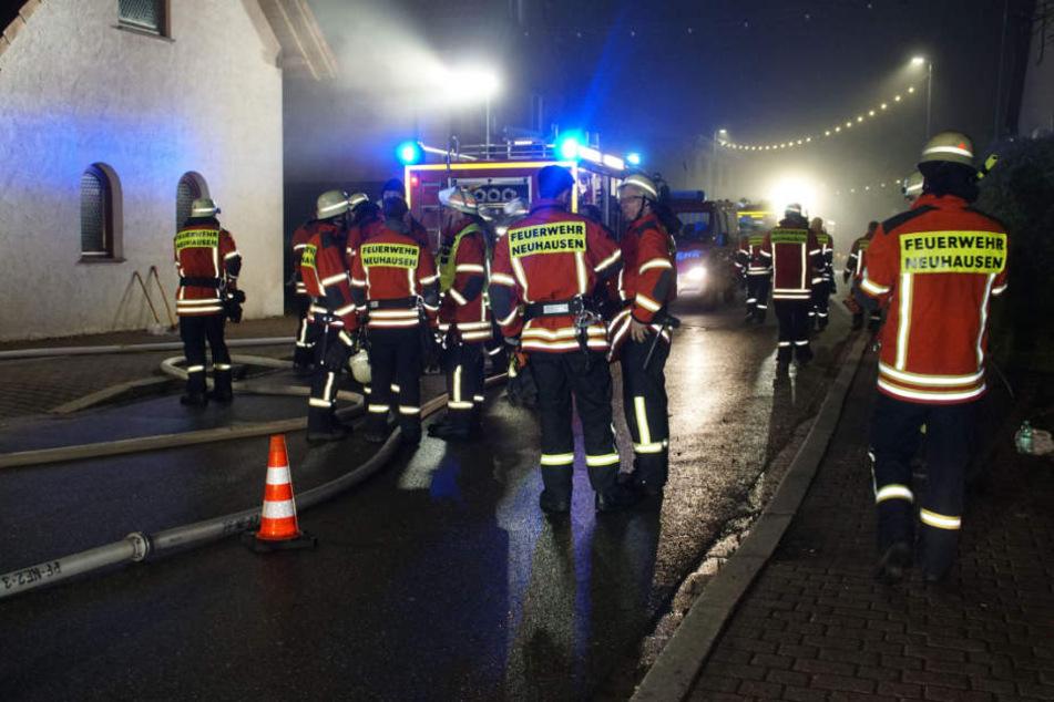 Feuer im Dachstuhl! Familie rettet sich vor Flammen