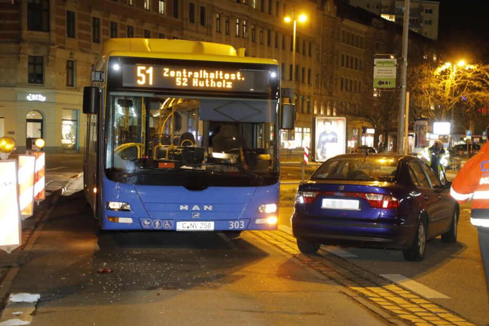 Unfall in Chemnitz: Linienbus und Seat zusammengekracht