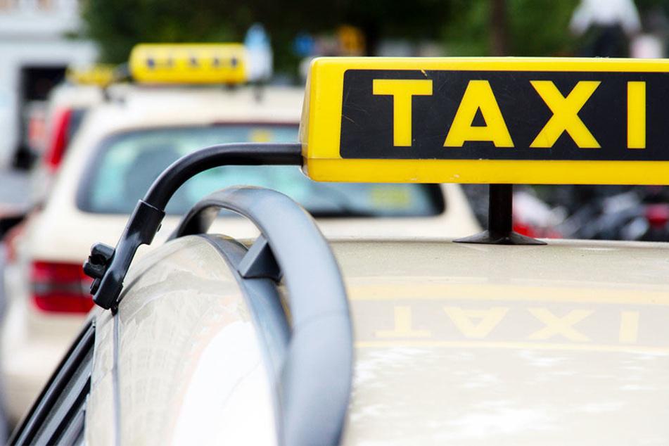 Plötzlich fuhr das Taxi wie von Geisterhand allein los! (Symbolbild)