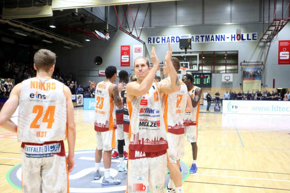 Applaus für die Niners: Die Chemnitzer Basketballer mischen derzeit die ProA auf.