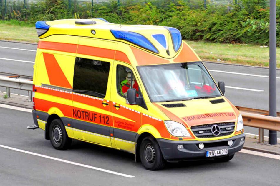 Durch den Crash verletzte sich der Motorradfahrer schwer. (Symbolbild).