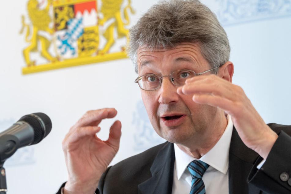 Der Freie-Wähler-Vorsitzende Michael Piazolo legte Thomas Neuberger den politischen Rückzug nahe. (Archiv)