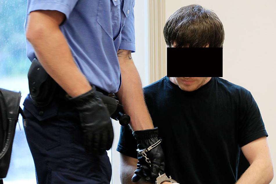 Orts G. (28) kam am Montag in Handschellen zum Prozess.