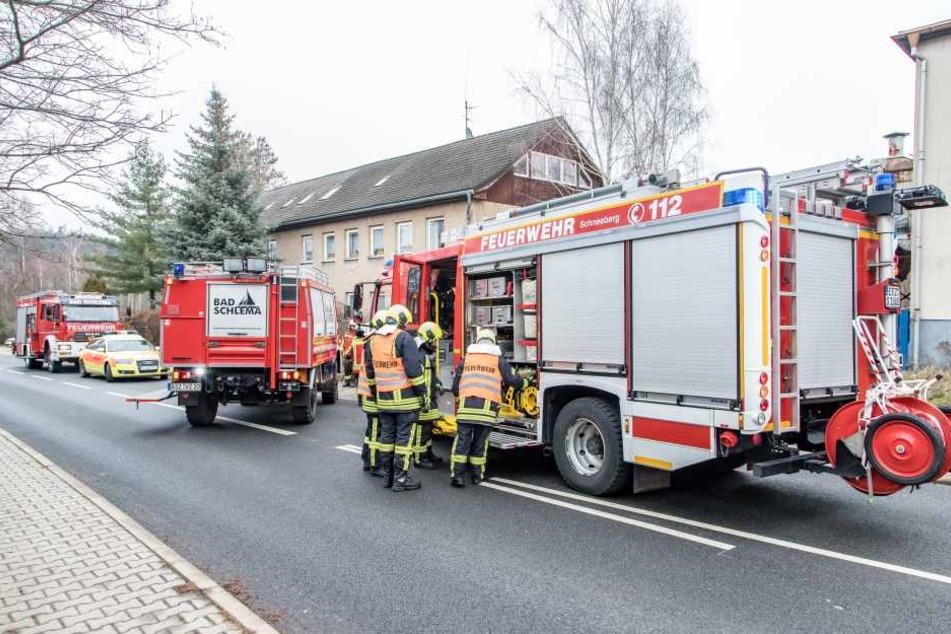 Die Feuerwehren aus Schneeberg und Bad Schlema waren bei dem Unfall im Einsatz.