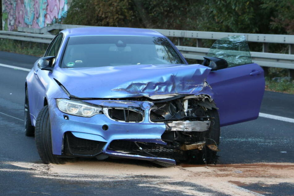 Der Autofahrer zerlegte seinen BMW.
