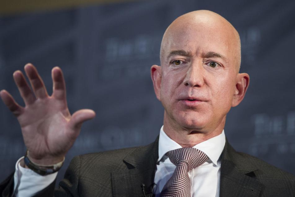 Jeff Bezos wurde durch Amazon zum Milliardär.