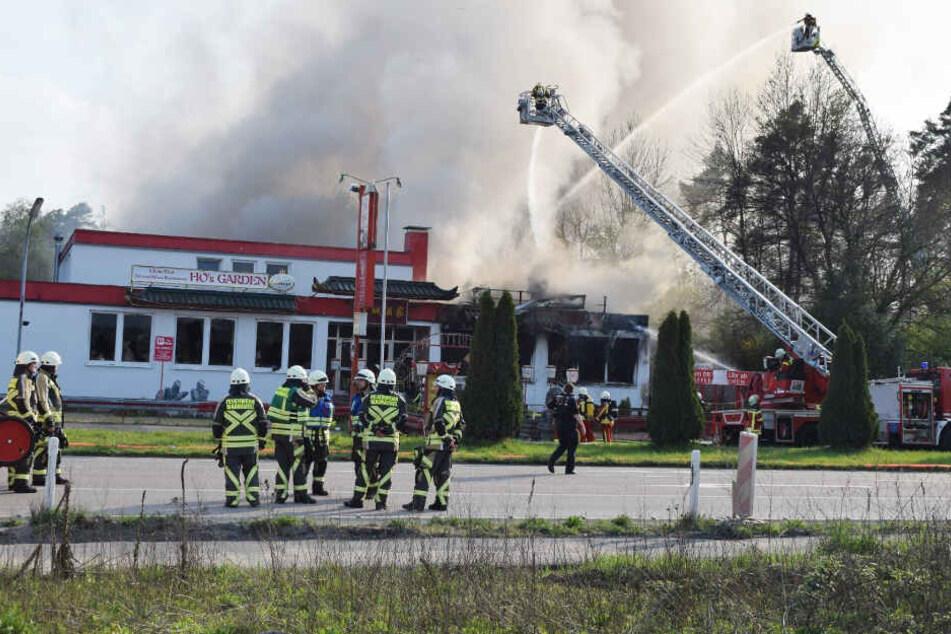 Einsatzkräfte vor Ort in Kronau.