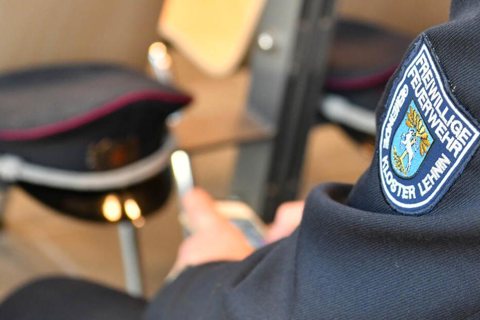 Ein Feuwehrmann wartet im Amtsgericht auf den Prozessbeginn. (Archivbild)
